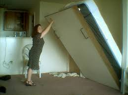 How to Remove a Murphy Bed